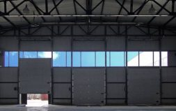 Установка секционных ворот Екатеринбург
