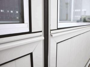 Система алюминиевых профилей. Уплотнения, сэндвич-панели и поликарбонат крепятся к каркасу при помощи специальных алюминиевых профилей