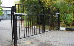 Решетчатые распашные ворота