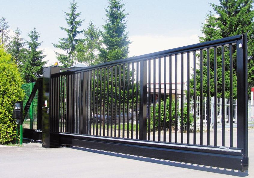 Промышленные металлические откатные ворота черные